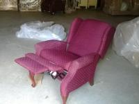 very nice and workimg reclining chair.in great