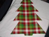Red plaid Christmas tree-shaped plate in fantastic
