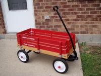 Descripción Very Good Condtion Red Radio Flyer Wagon.