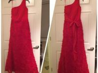 Beautiful Red Dress! Prom time is around the corner,