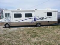 2004 Damon Daybreak Class A Motorhome/Sleeps 6-8/34Feet