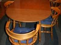For Sale: A very well maintained dining room set in