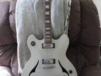 Peavey JF2 EX - 6 string semi hollow body silver