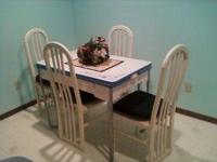 Reduced Vintage Porcelain Kitchen Table With 4 Chairs  .