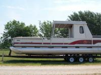 2000 SUNTRACKER PARTY HUT 30 FT. WITH UPPER DECK This