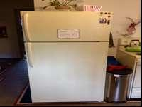 Fridge and matching oven/electric range for sale by
