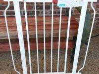 this gate is in good condition. it comes with 6 inch