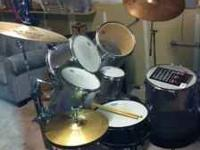 Selling complete drum set, great condition. Asking