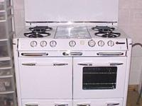 "Full sized 40"" Gas Stove. Large oven, grillevator"
