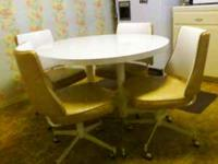 Really cute dining set, mid-century style. Comes with