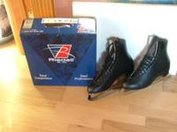 I have FOR SALE a Pair of RIEDELL 220 Men's Black