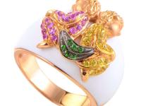 This ornate band ring has a majestic design that
