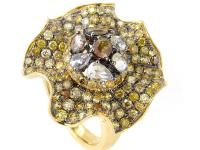 This ring is bright and shines with lavish diamonds. It