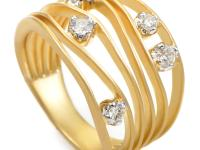 This immaculately designed 18K yellow gold ring will