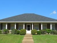 Beautiful corner lot home in Pearl, MS. This beautiful