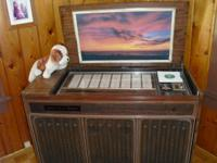 Console deluxe jukebox of 1973. Very good condition.