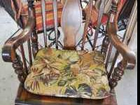 Rocking Chair with nice cushion Nothing wrong with it