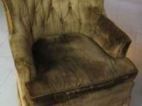 I AM SELLING A VERY NICE ROCKING CHAIR, IT ALSO