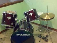 Rockwood 5 pc drum set in very good condition. Has