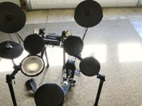 The kit includes all essential pads (snare, 3 toms,