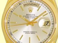 oyster/champagne dial with luminescent hour hands and