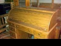 Beautiful oak roll top desk. Has drawers for files.