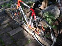 Up for sale is an aluminum alloy Roubaix Specialized