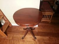 Beautiful mahogany antique table. In excellent