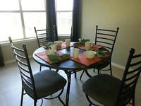***MOVING, MUST SELL!!!*** Cute table perfect for a