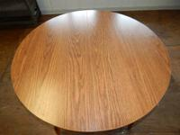 Round Kitchen/Dining Room Table with 2 leaves  In good