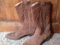 Women's size 7, comfortable and in great condition.