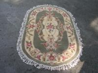 NICE PREOWNED ROYAL PALACE OVAL AREA RUG. HANDMADE. 100