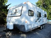 This 2006 Fleetwood Mallard Travel Trailer is a great