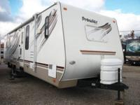 2009 Prowler by Fleetwood 32ft. This 2009 unit has (2)