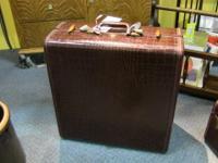 Beautiful suitcase, excellent for business and travel.