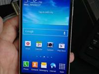 Selling a SAMSUNG Galaxy S4 - near new condition and