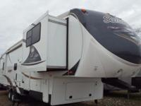 Very loaded front living 5th wheel in excellent