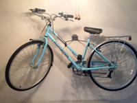 This is a Schwinn Admiral 700c Women's 7-Speed Bicycle