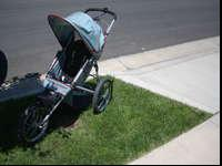 Schwinn baby jogger in excellent condition! Folds down