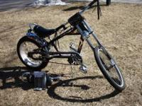 very nice and clean schwinn chopper comes with alot of