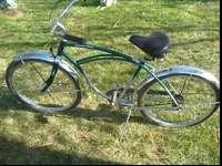 Selling my Schwinn Cruiser Four. Has some dings and
