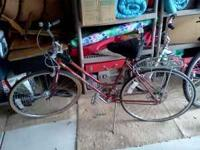 Vintage 1970's Schwinn Bike. In good condition. Call: