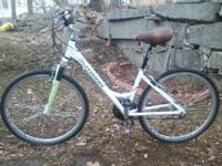 Schwinn Trailway womens hybrid. Nice used shape. Stock