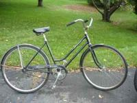 A Schwinn Breeze or a Schwinn Collegiate woman's single
