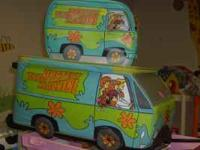 SCOOBY DOO SUITCASE WITH MATCHING CARRYING CASE, WOODEN