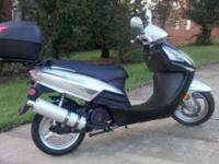 Eagle 150 cc scooter, great condition, very clean. New