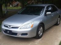 Selling 2007 honda accord 120,000 miles 4/door service
