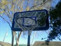 BASKET BALL HOOP only ben used 1 time its like new