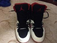 Selling some size 11 Jordans I bought less than 2