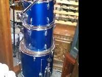 set of 3 Ludwig drums blue $200 terrific shape,